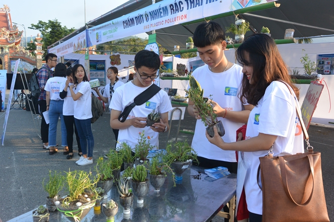 Da Nang Earth Day event draws thousands of people