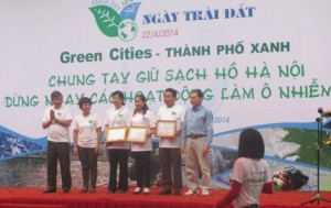 The role of the community in Hanoi's Lakes protection