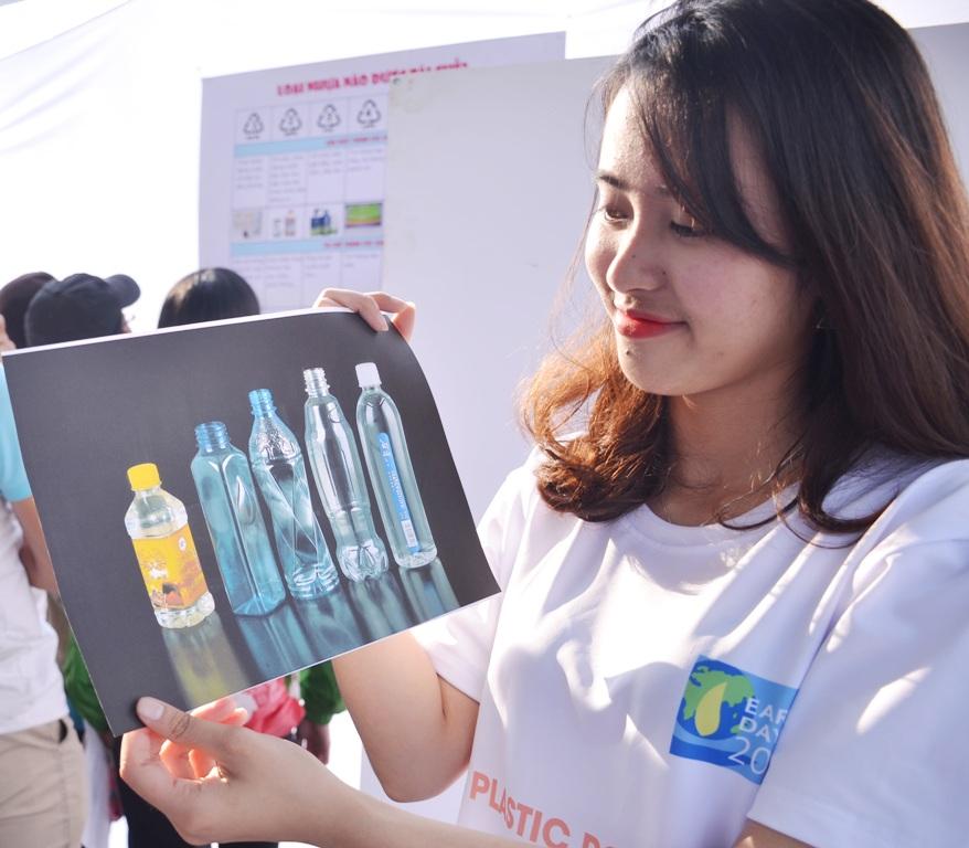 """Đà Nẵng hưởng ứng """"Ngày Trái đất 2018"""" : Chung tay hạn chế ô nhiễm rác thải nhựa"""
