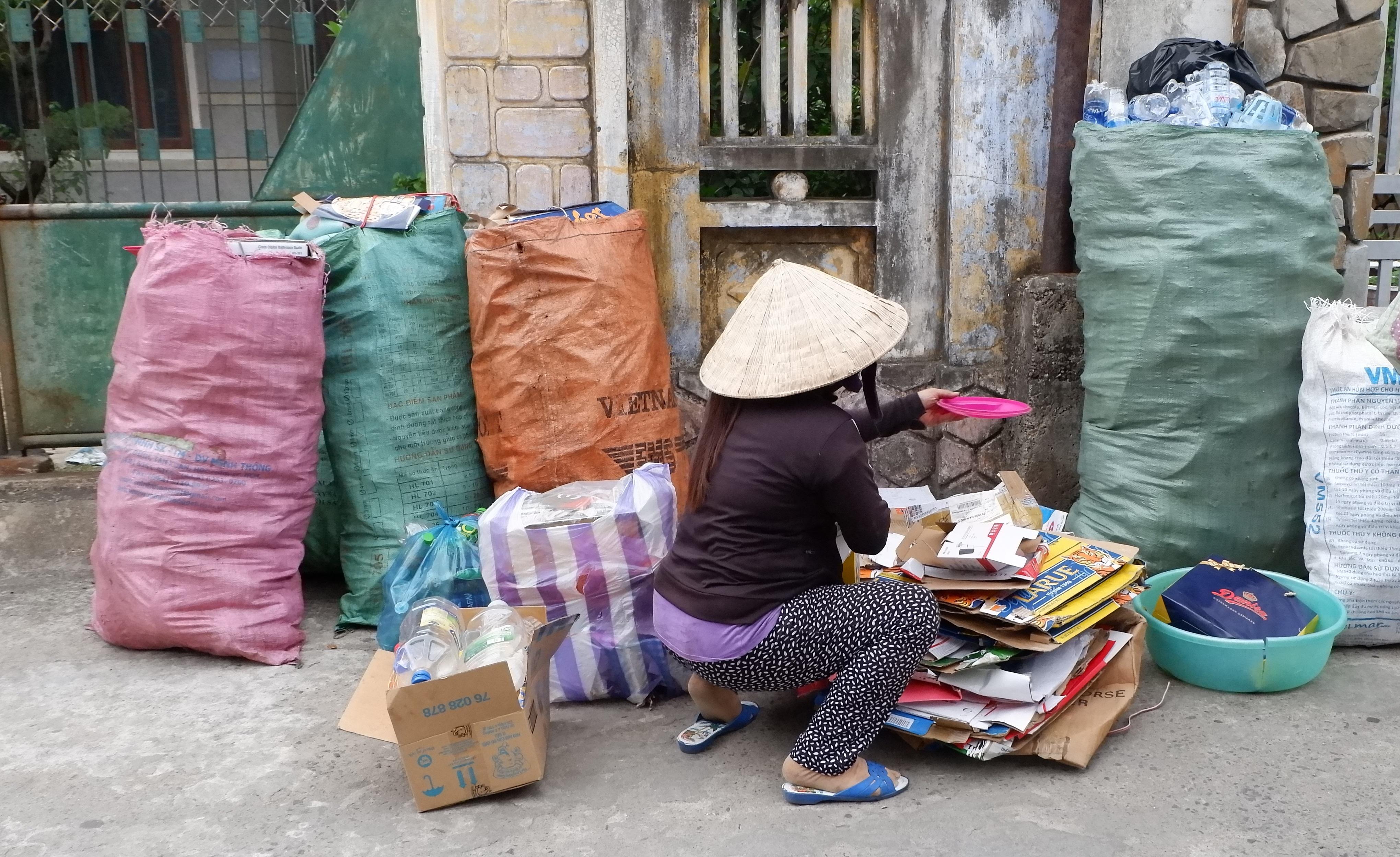 Thực hiện Mô hình giảm thiểu, thu gom, phân loại và tái chế rác thải sinh hoạt tại phường An Hải Đông